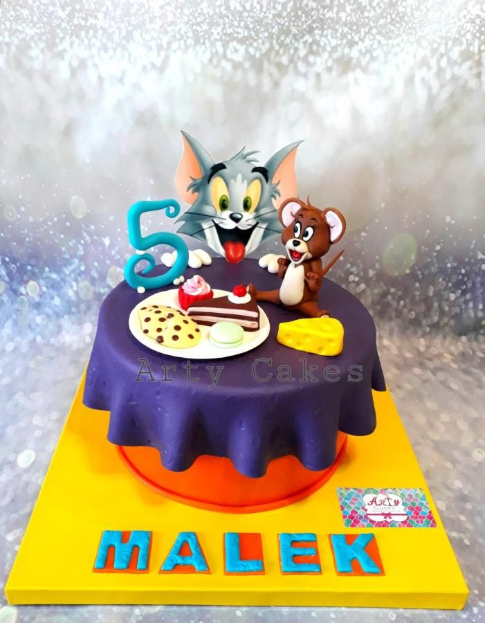 CRT014 - Cartoon Cake