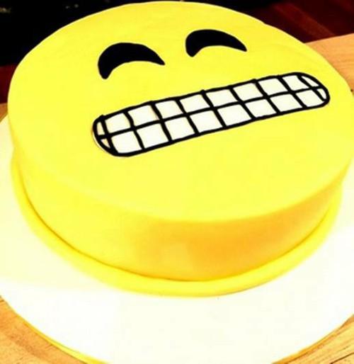 SMY008 - Smiley Cake