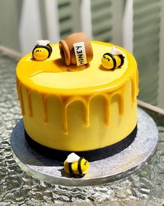 Wondrous Bumble Bee Cake Cake Delivery In Bhubaneswar Order Online Personalised Birthday Cards Paralily Jamesorg