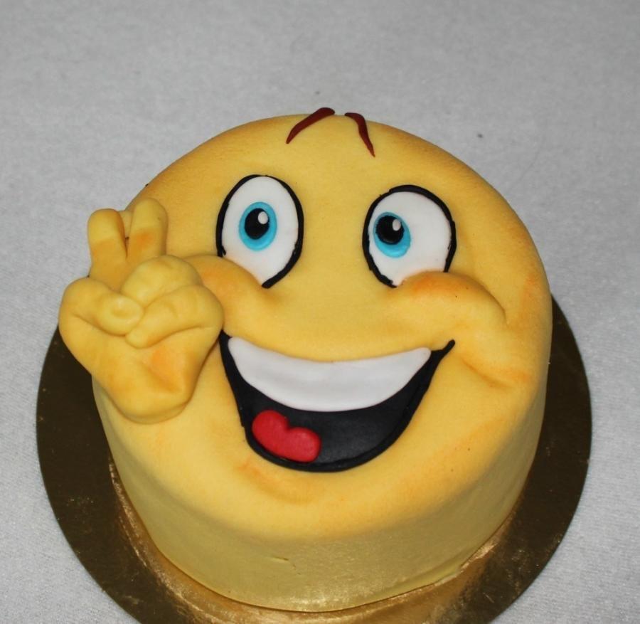 SMI023 - Smiley Cake